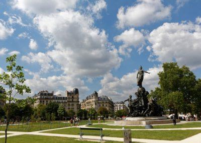 Place de la Nation Paris - Pelouse